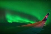 Как выглядит полярное сияние из окна самолета: видео