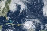 Спутник запечатлел танец ураганов